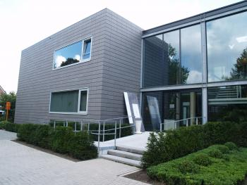 Gratis foto glas gebouw modern huis trap planten grijs lucht vensters wolken - Moderne kleur huis ...